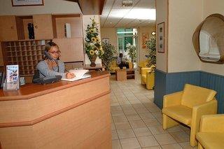 Comfort Hotel Lamarck 3*